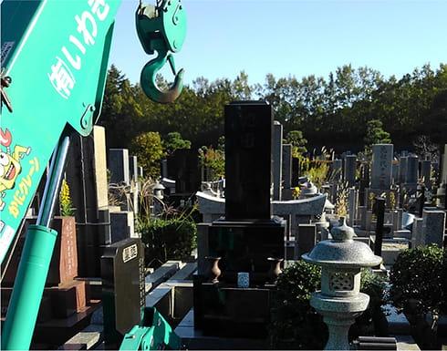 墓じまいによる暮石の撤去の風景